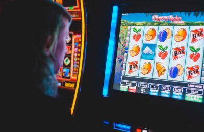 Free Online Slot Machines – 3 Ways They Can Help You Pass The Time